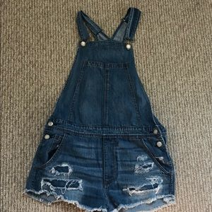 Cute, never worn overalls!!